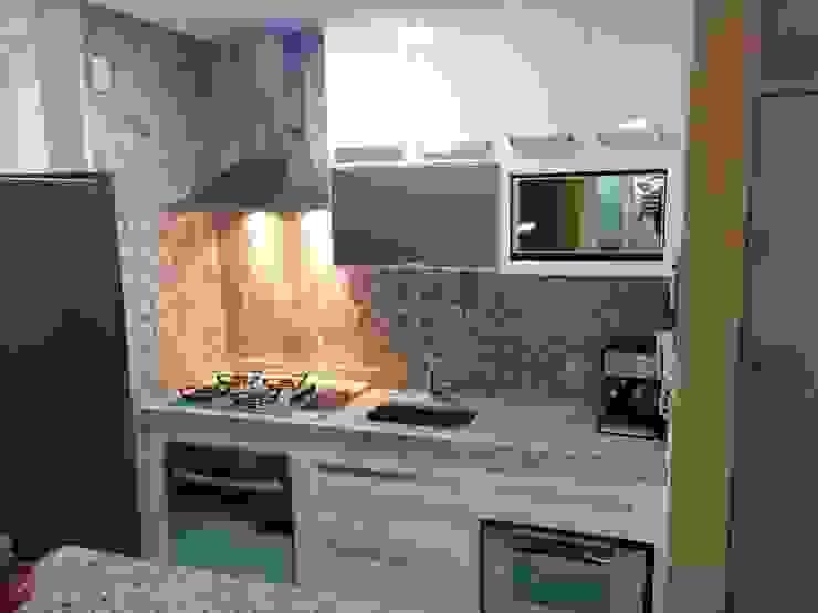 Kitchen by Barbara Oriani Arquiteta