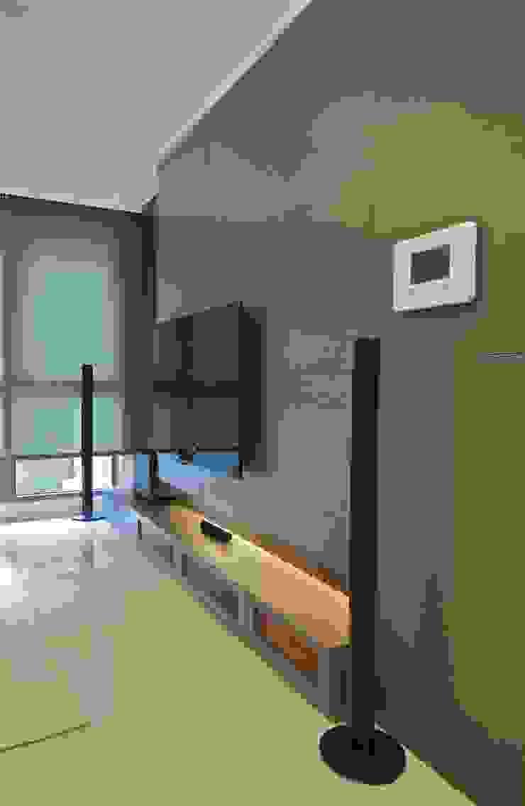 木柵林 现代客厅設計點子、靈感 & 圖片 根據 觀林設計 現代風