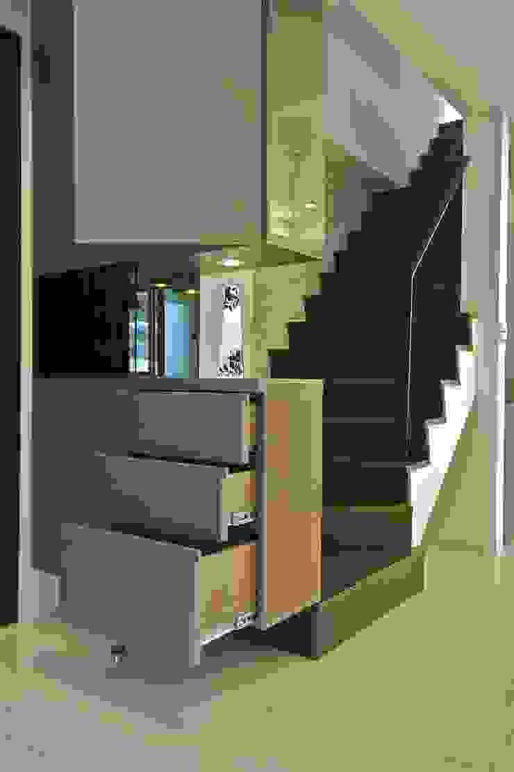 木柵林 現代風玄關、走廊與階梯 根據 觀林設計 現代風