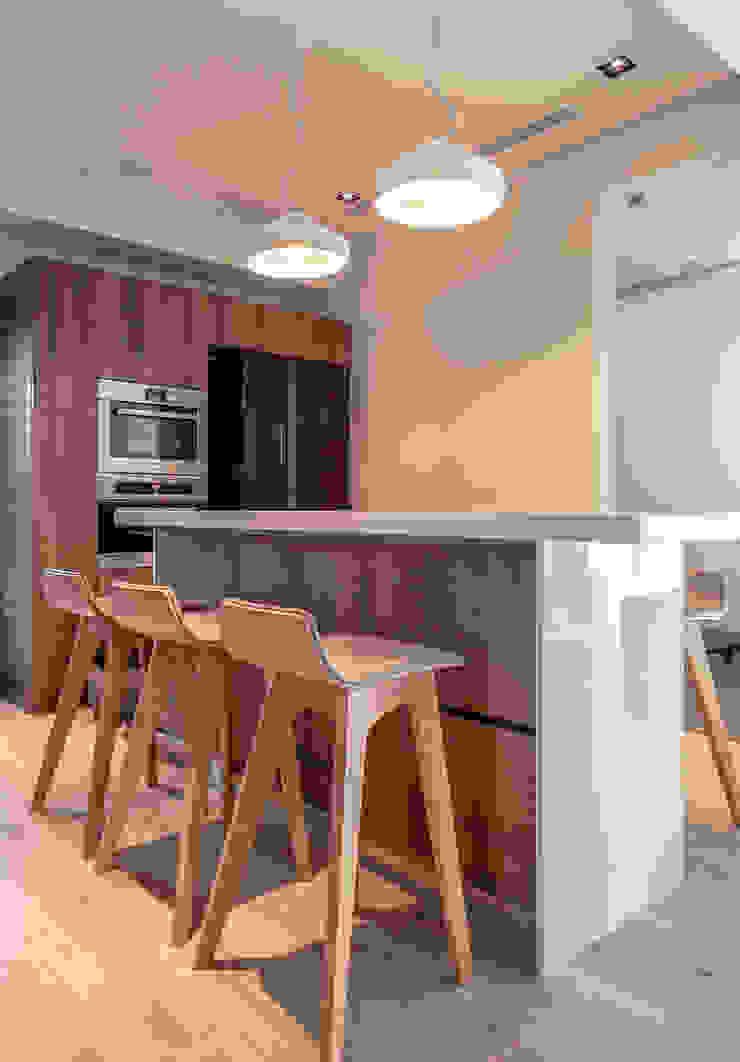 Modern dining room by 觀林設計 Modern