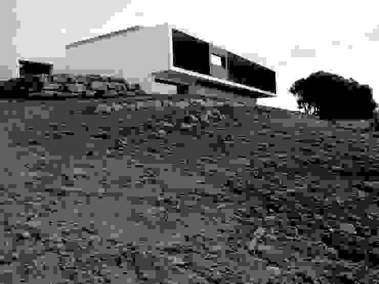 Moradia unifamiliar - construção de custos controlados Casas modernas por Cidades Invisíveis, arquitectura e design Lda. Moderno
