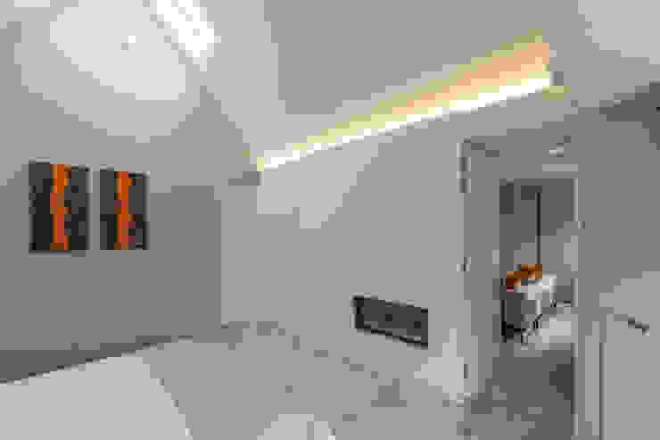 Bedroom Modern Bedroom by Studio Mark Ruthven Modern