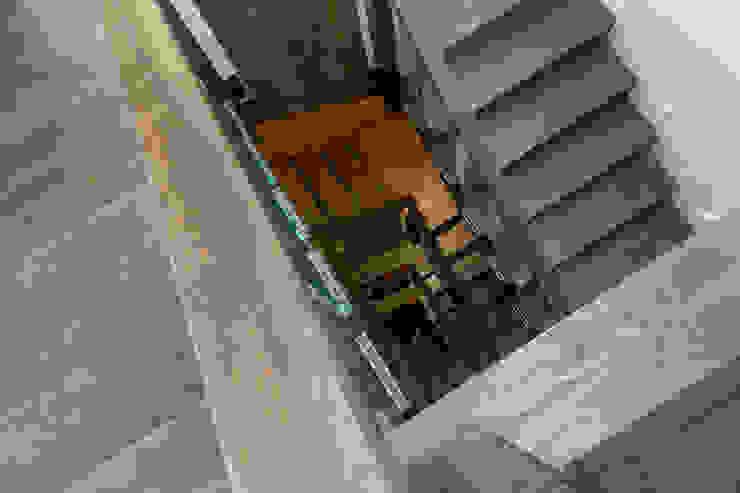 Stair ห้องโถงทางเดินและบันไดสมัยใหม่ โดย Studio Mark Ruthven โมเดิร์น
