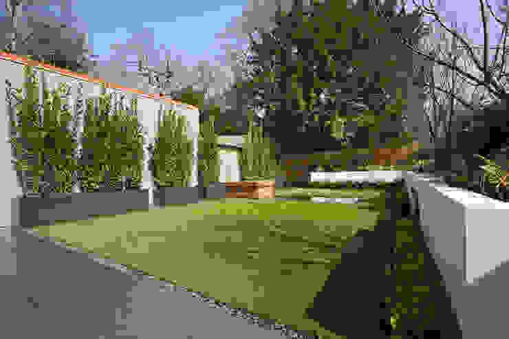 Rear garden โดย Studio Mark Ruthven โมเดิร์น