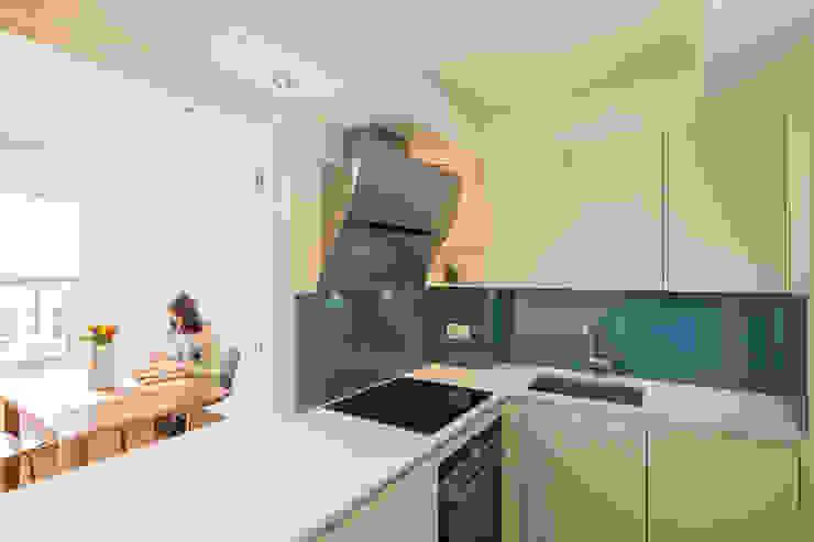Kitchen by Studio Mark Ruthven Minimalist