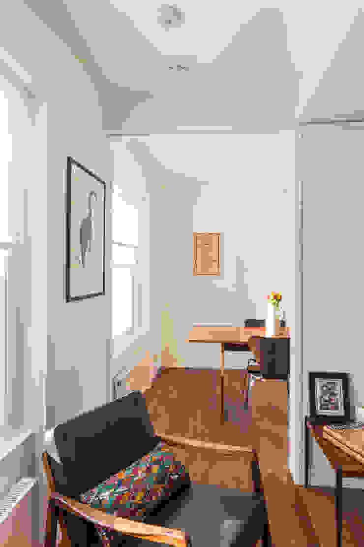 View towards dining room Minimalist dining room by Studio Mark Ruthven Minimalist