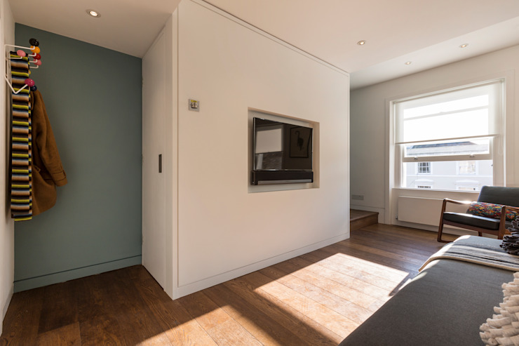 Living room by Studio Mark Ruthven Minimalist