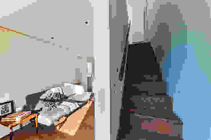 Living room/Stair by Studio Mark Ruthven Minimalist