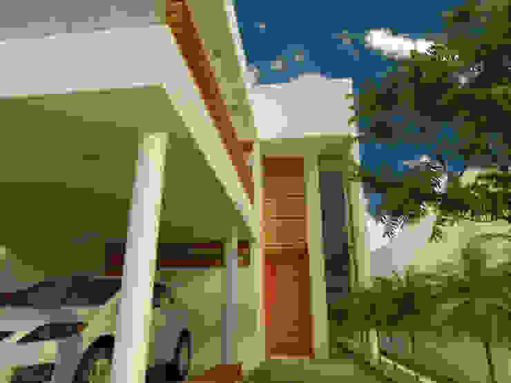 ACCESO A CASA HABITACION Casas minimalistas de DLR ARQUITECTURA/ DLR DISEÑO EN MADERA Minimalista