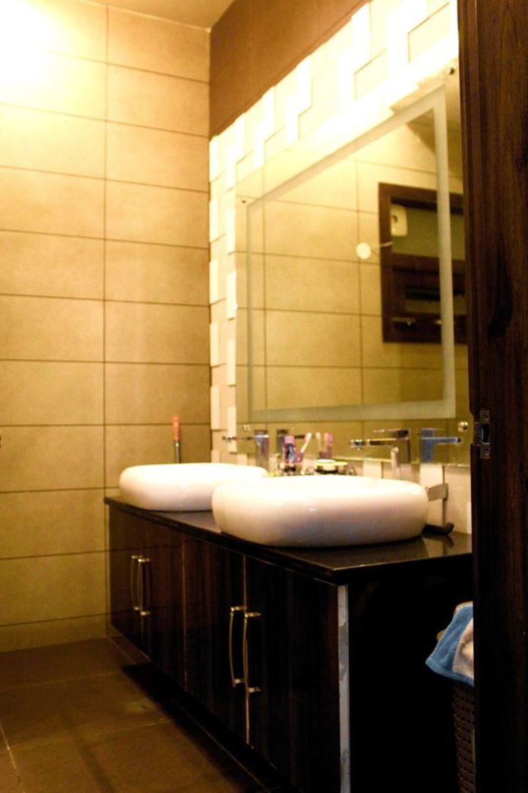 RESIDENCE : AMRITSAR Modern Bathroom by TULI ARCHITECTS AND ENGINEERS Modern Stone