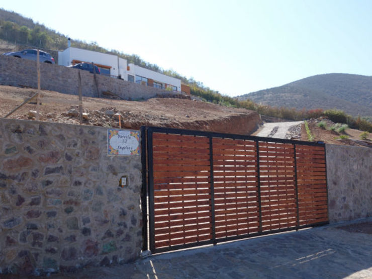 Mediterranean style houses by Territorio Arquitectura y Construccion - La Serena Mediterranean