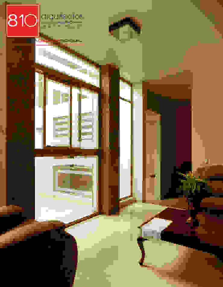 Casa Habitación y Notaria Parroquial Salones modernos de 810 Arquitectos Moderno