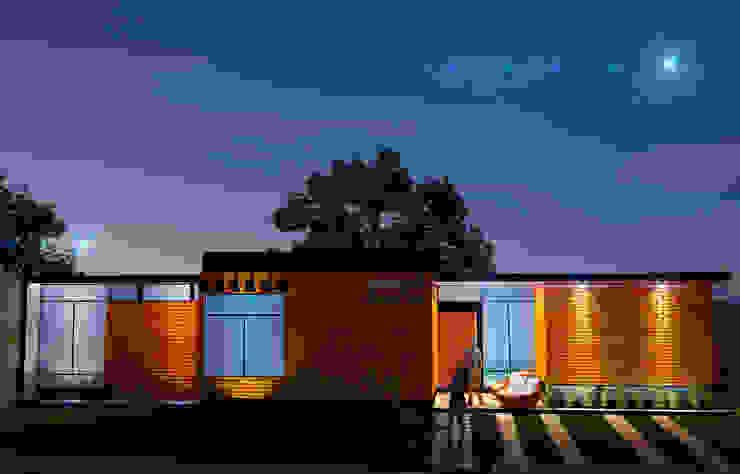 Noche Casas modernas de LOFT ESTUDIO arquitectura y diseño Moderno Ladrillos