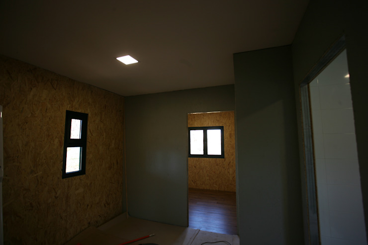 Casas pré fabricadas Corredores, halls e escadas campestres por Cosquel, Sociedade de Construções Lda Campestre