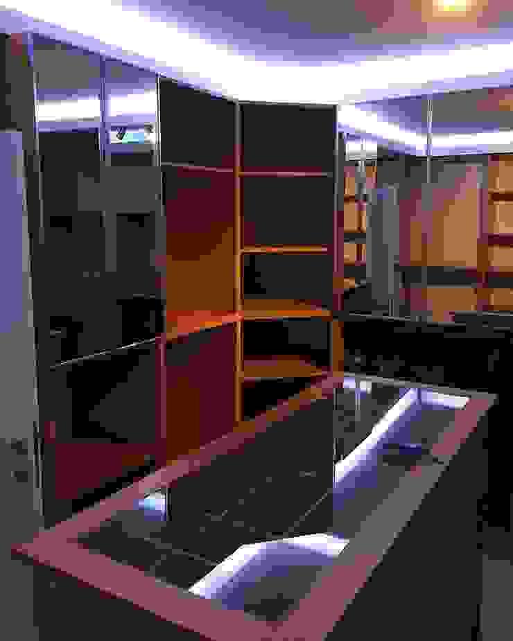 Modern Dressing Room by Dekoroba İç Mimari & Dekorasyon Modern