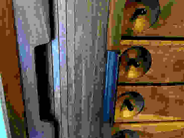 walnut credenza: 데이너퍼니쳐의 식민지 풍 ,콜로니얼 (Colonial) 금속