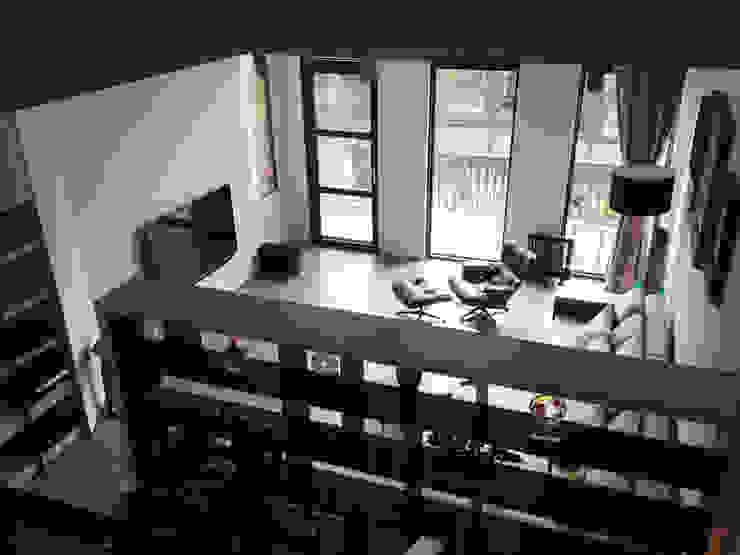 廣州 流溪御景 吳宅 现代客厅設計點子、靈感 & 圖片 根據 直譯空間設計有限公司 現代風