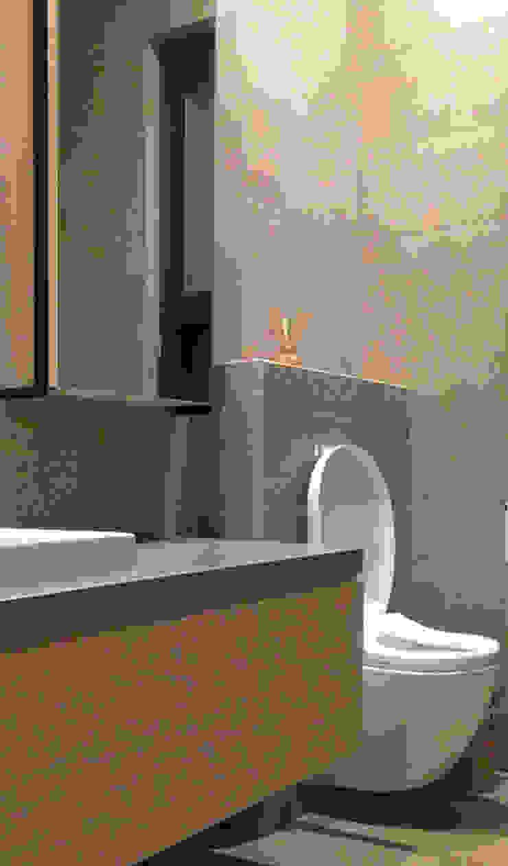 廣州 流溪御景 吳宅 現代浴室設計點子、靈感&圖片 根據 直譯空間設計有限公司 現代風