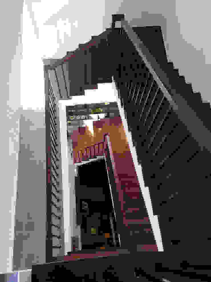 廣州 流溪御景 吳宅 現代風玄關、走廊與階梯 根據 直譯空間設計有限公司 現代風