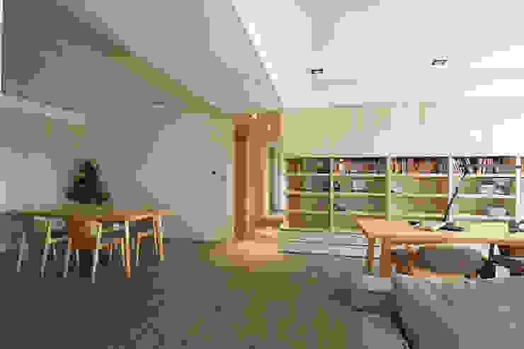 新竹 豐邑一第 周宅 現代風玄關、走廊與階梯 根據 直譯空間設計有限公司 現代風