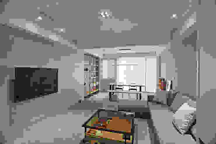 台南 謝宅 现代客厅設計點子、靈感 & 圖片 根據 直譯空間設計有限公司 現代風