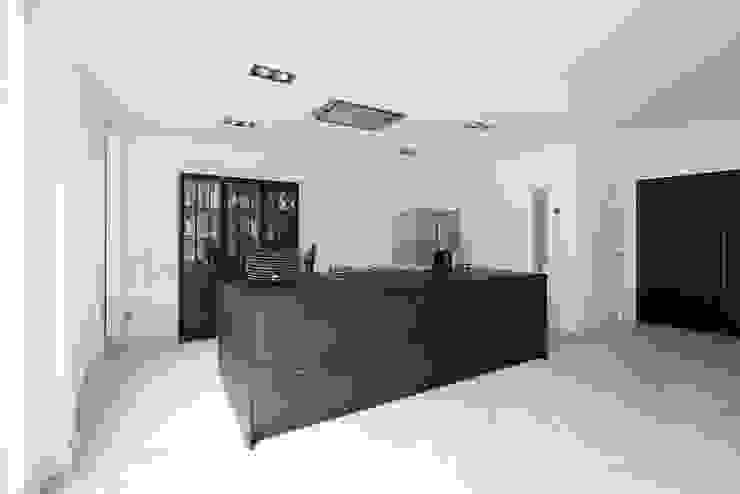 Keuken jaren 30 woning Moderne keukens van Studio'OW Interieurontwerp Modern