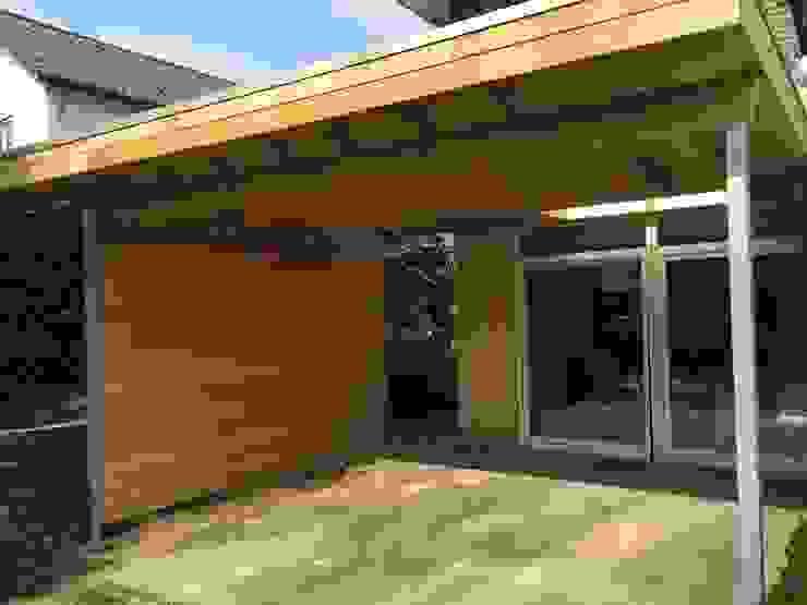 Casas modernas por WE-Maatdesign Moderno Madeira Efeito de madeira