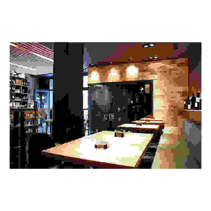 Cave à vin moderne par TocToc Moderne