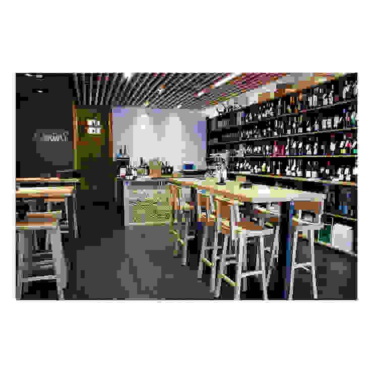 Moderne Weinkeller von TocToc Modern