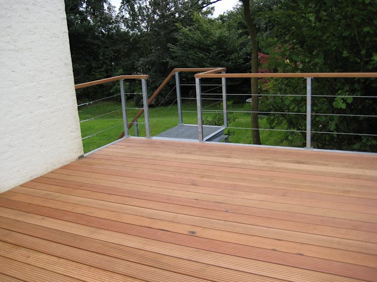 WE-Maatdesign Modern style balcony, porch & terrace Wood Wood effect
