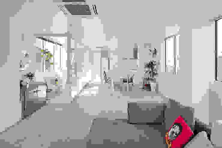 新保本・HOUSE・K(SHINBOHON・HOUSE・K) 吉田裕一建築設計事務所 モダンデザインの リビング 石 ベージュ