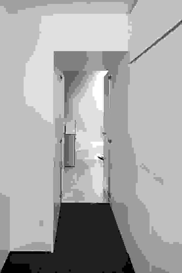 新保本・HOUSE・K(SHINBOHON・HOUSE・K) 吉田裕一建築設計事務所 モダンスタイルの寝室 石 白色