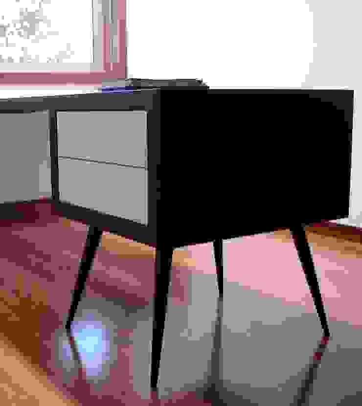 escritório 1_secretária com 2 gavetas por Emprofeira - empresa de projectos da Feira, Lda. Minimalista Madeira maciça Multicolor