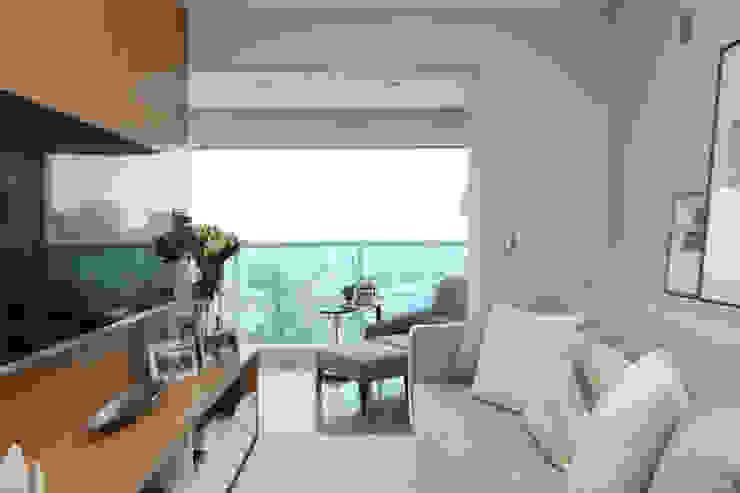 现代客厅設計點子、靈感 & 圖片 根據 Danyela Corrêa Arquitetura 現代風 木頭 Wood effect