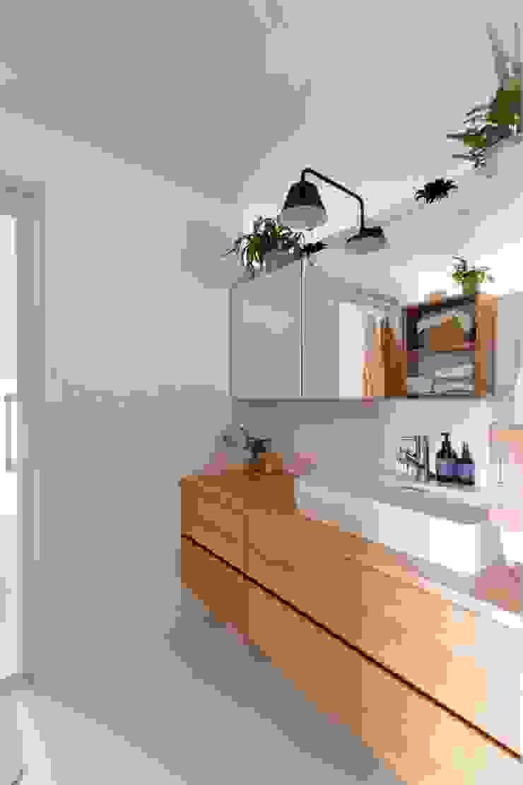 nionohama-apartment-house-renovation ラスティックスタイルの お風呂・バスルーム の ALTS DESIGN OFFICE ラスティック 木 木目調