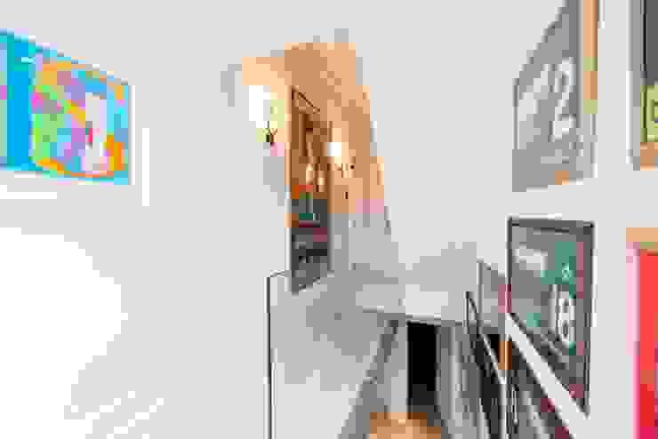 Fulham Road Pasillos, vestíbulos y escaleras de estilo moderno de Orchestrate Design and Build Ltd. Moderno