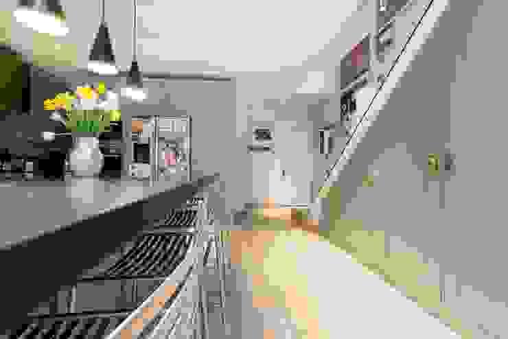 Fulham Road Cocinas de estilo moderno de Orchestrate Design and Build Ltd. Moderno