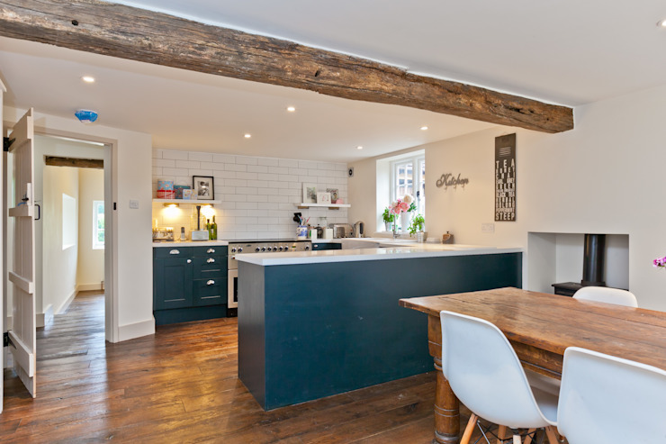 Japonica Cottage, Surrey :  Kitchen by Orchestrate Design and Build Ltd.,