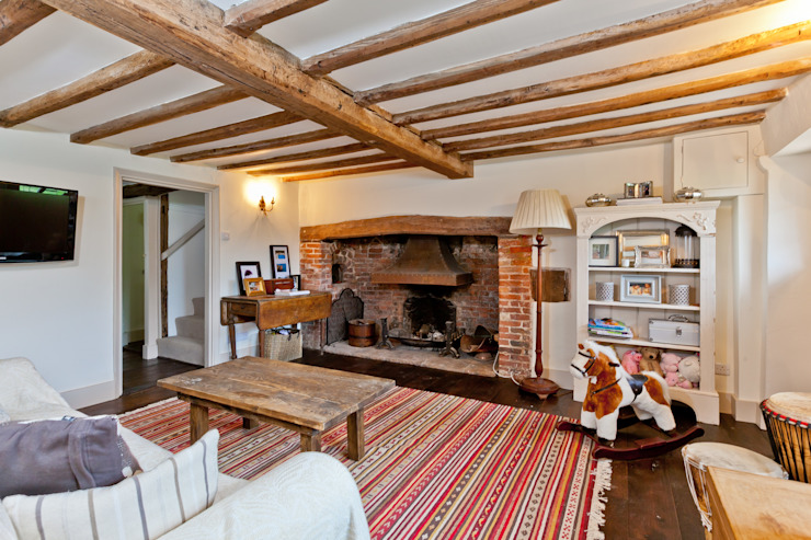 Japonica Cottage, Surrey :  Living room by Orchestrate Design and Build Ltd.,
