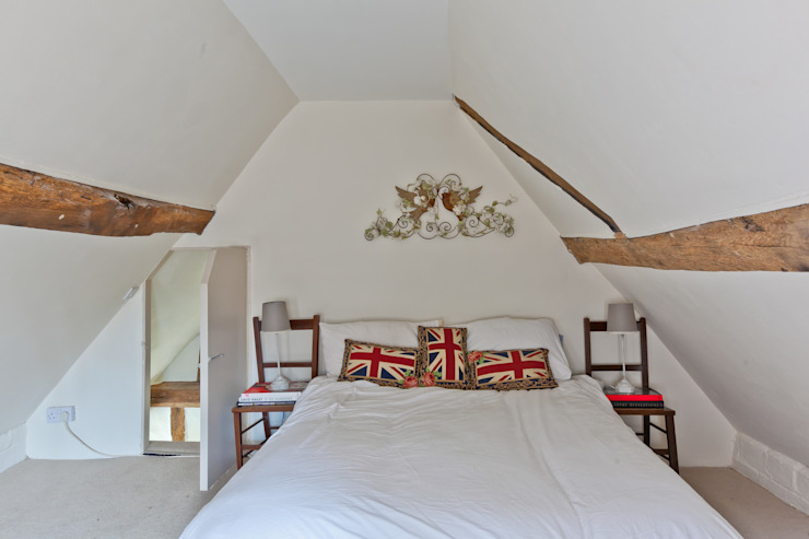 Japonica Cottage, Surrey :  Bedroom by Orchestrate Design and Build Ltd.,