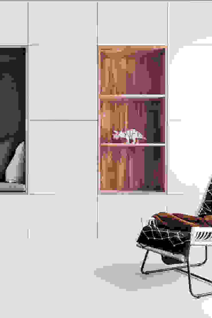 Design Studio Nu Soggiorno in stile scandinavo Legno Effetto legno