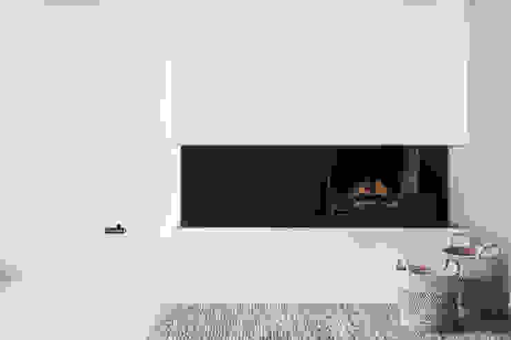 Design Studio Nu Soggiorno in stile scandinavo Metallo Nero