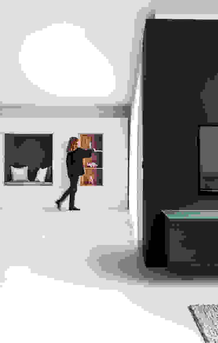 Design Studio Nu Soggiorno in stile scandinavo Legno Nero