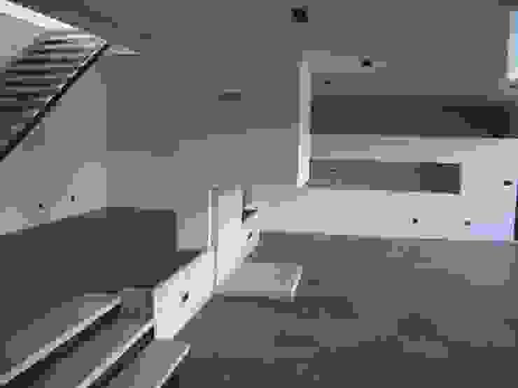 House VL Salas de estar modernas por Cláudia Pinto Silva . arquitecta Moderno