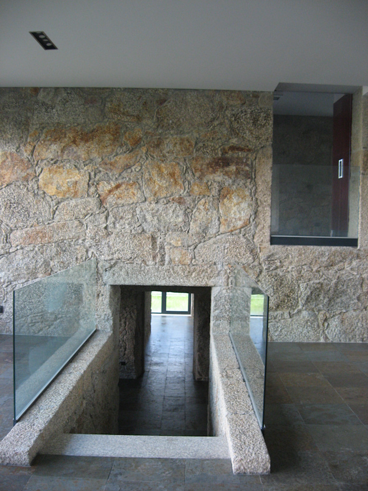 House VL Paredes e pisos modernos por Cláudia Pinto Silva . arquitecta Moderno
