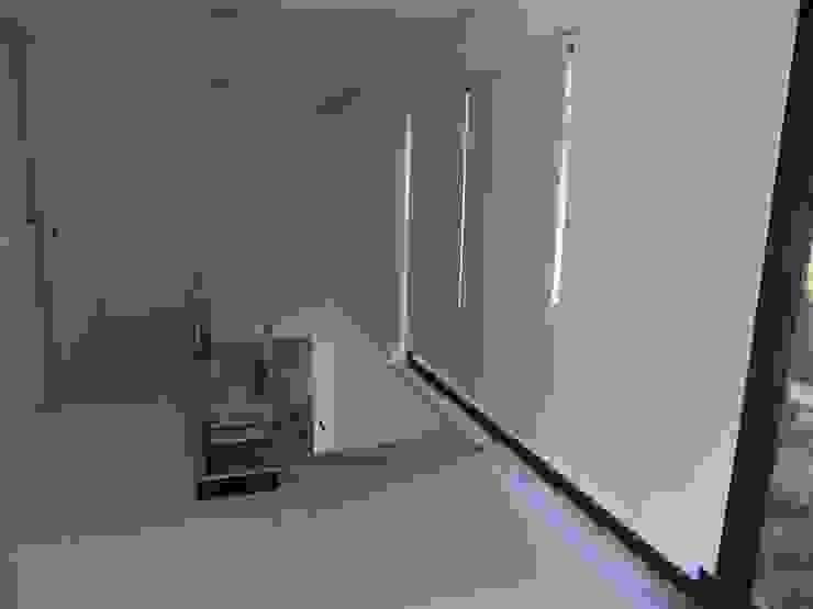 House VL Corredores, halls e escadas modernos por Cláudia Pinto Silva . arquitecta Moderno