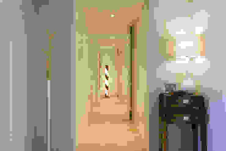 Hall de Entrada Traço Magenta - Design de Interiores Corredor, hall e escadasAcessórios e decoração
