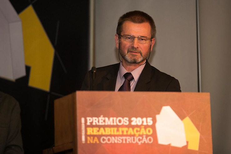 Prémios 2015 Reabilitação na Construção Locais de eventos eclécticos por Isotech Eclético Cobre/Bronze/Latão