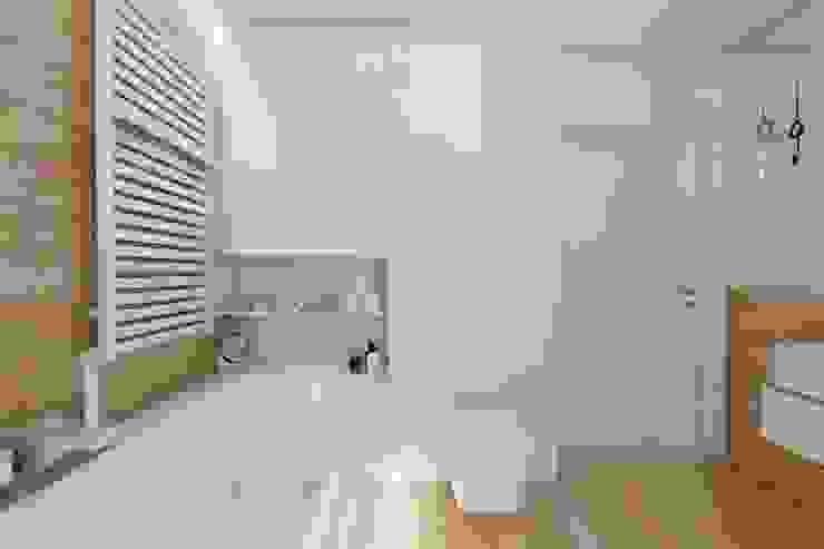 BAGUA Pracownia Architektury Wnętrz Scandinavian style bathroom