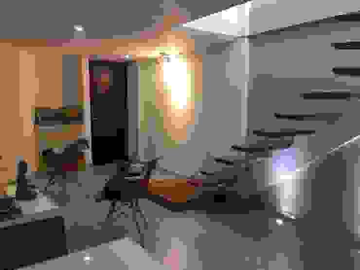Diseño Arquitectónico y Remodelación Apartamento Loaiza - Rangel Pasillos, vestíbulos y escaleras de estilo moderno de INblatt _Arquitectura Moderno Madera Acabado en madera